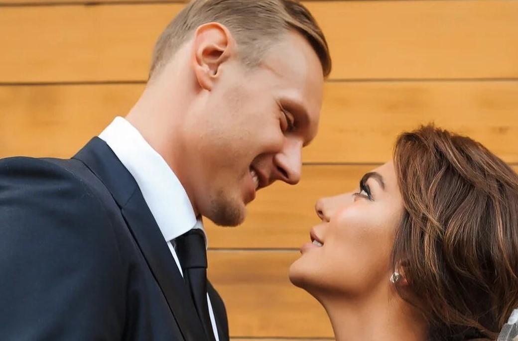 «Ненавижу»: после свадьбы Анну Седокову атакуют женщины за 40