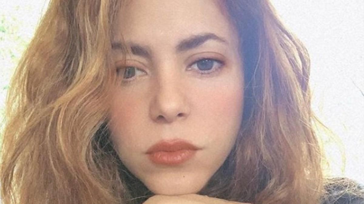 Горячая штучка: Шакира провожает лето в игривом бикини из веревочек
