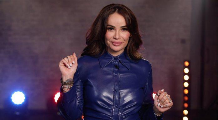 Айза Долматова